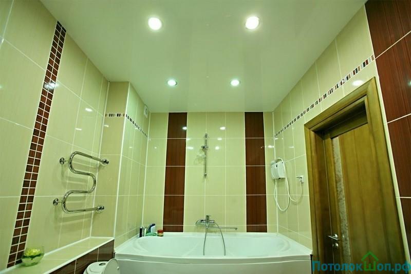 Дизайн потолков в ванной фото